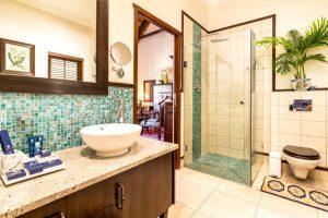 Luxury West Coast Accommodation bathroom